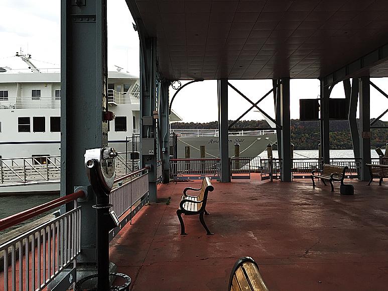 Färjeterminalen vid Yonkers utmed Hudson. Fartyget seglar så långt norrut på the Hudson River som det kan, vänder sedan söderut igen och går upp till Maine norrut. Därifrån seglar det ned till Florida. En fin rutt.