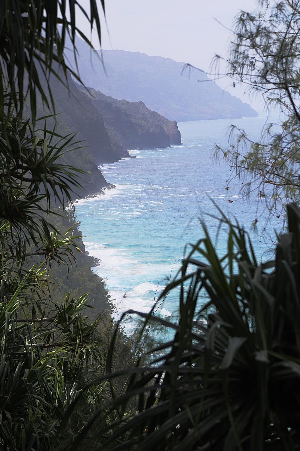 Napali-kusten längs norra Kauai-ön bjuder på förföriskt vackra vikar och berg