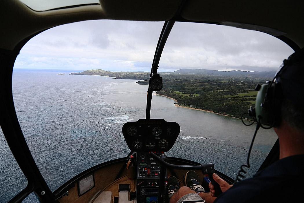 Vi flyger över Kauais norra kust.