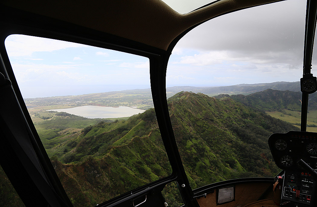 På hyfsat hög höjd över Kauai.