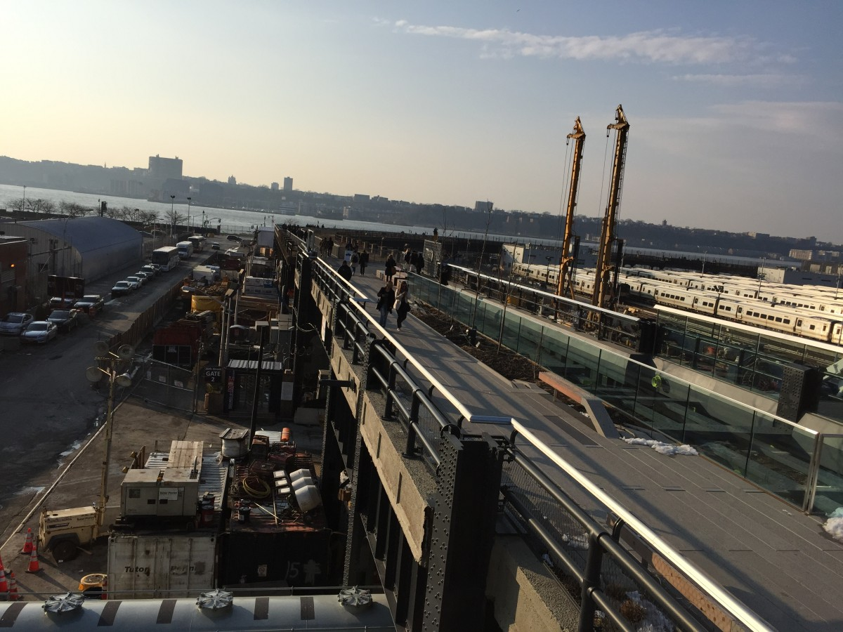 Den norra och sista etappen av High Line nära Hudson River. Gångvägen cirklar runt spåromådet Hudson Yards, som ska bli bostäder.