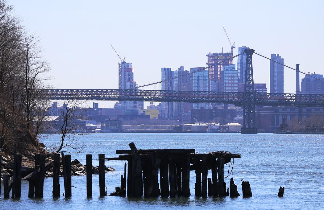 Williamsburg Bridge söderut. Foto: Erik Bergin