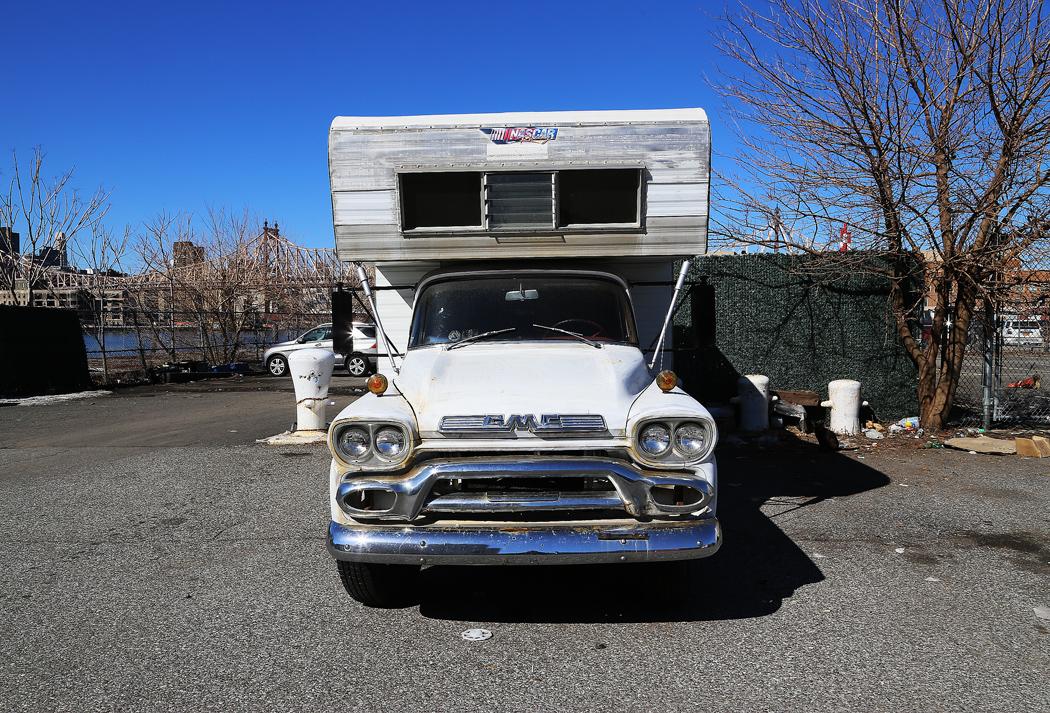 Här hittade jag en skönt antikverad husbil stående. Foto: Erik Bergin
