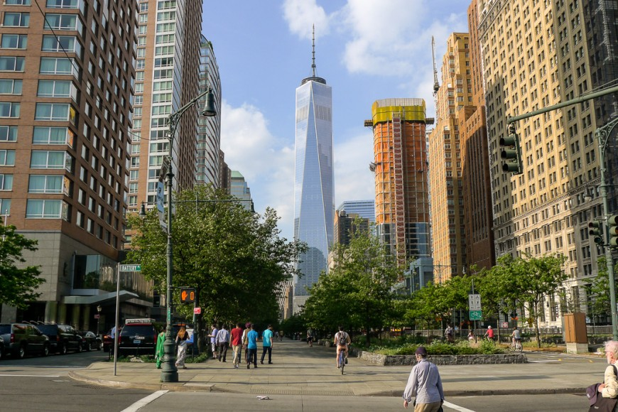Från Battery Park ser man nästan hela nya WTC-skrapan. Foto: Erik Bergin