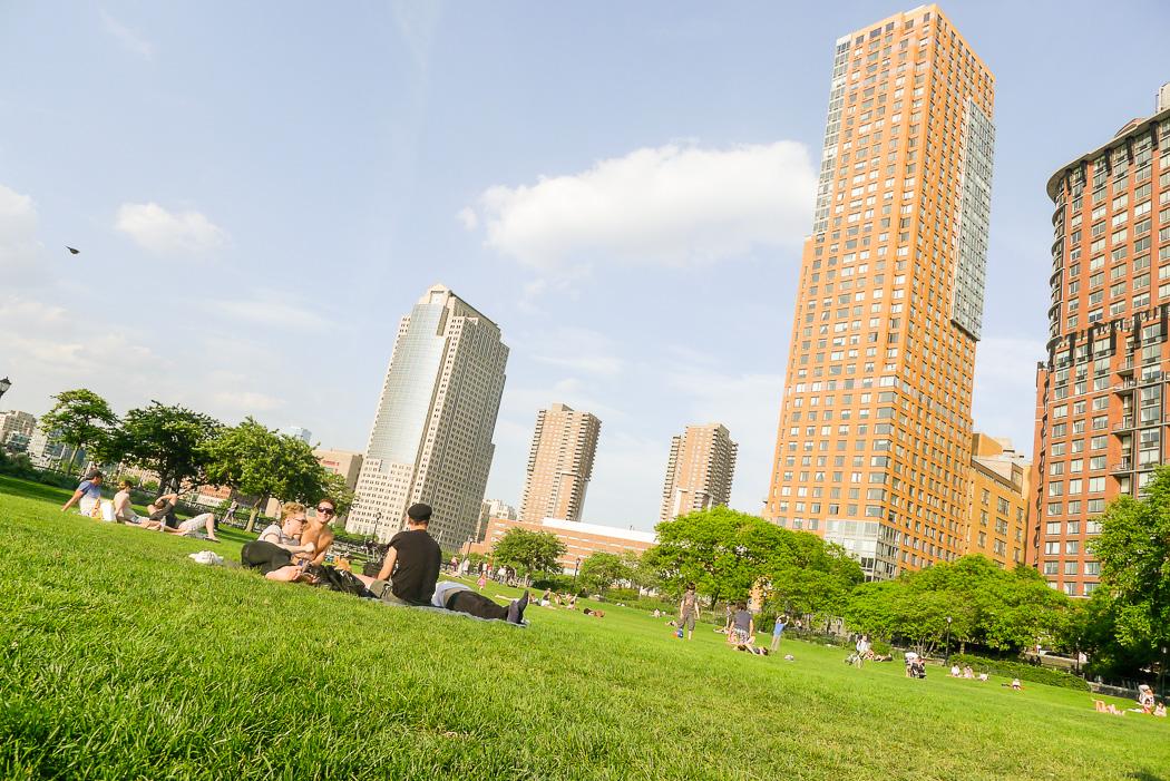 Memorial Day weekend-mys i Nelson A Rockefeller Park, södra Manhattan.