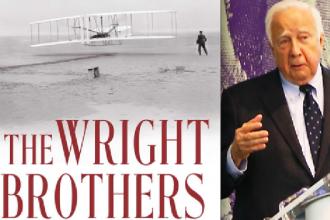 Historikern David McCollough (höger) har skrivit boken The Wright Brothers.