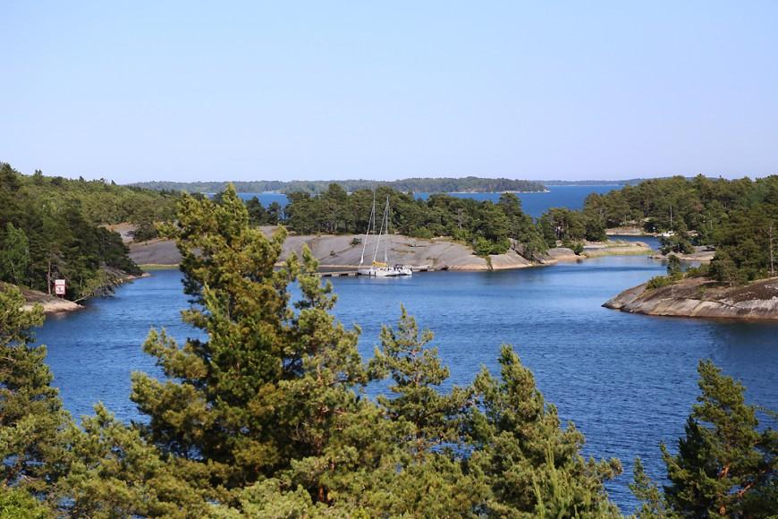 Utsikt från värdshuset på Finnhamn.