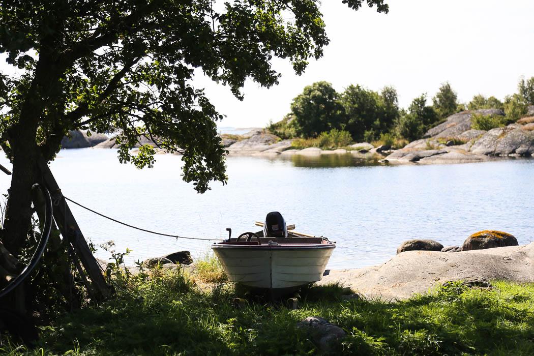 En båt.