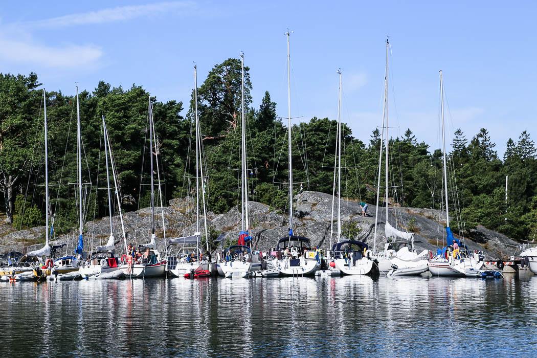 Fullbelagt vid bryggan vid Nåttarö.