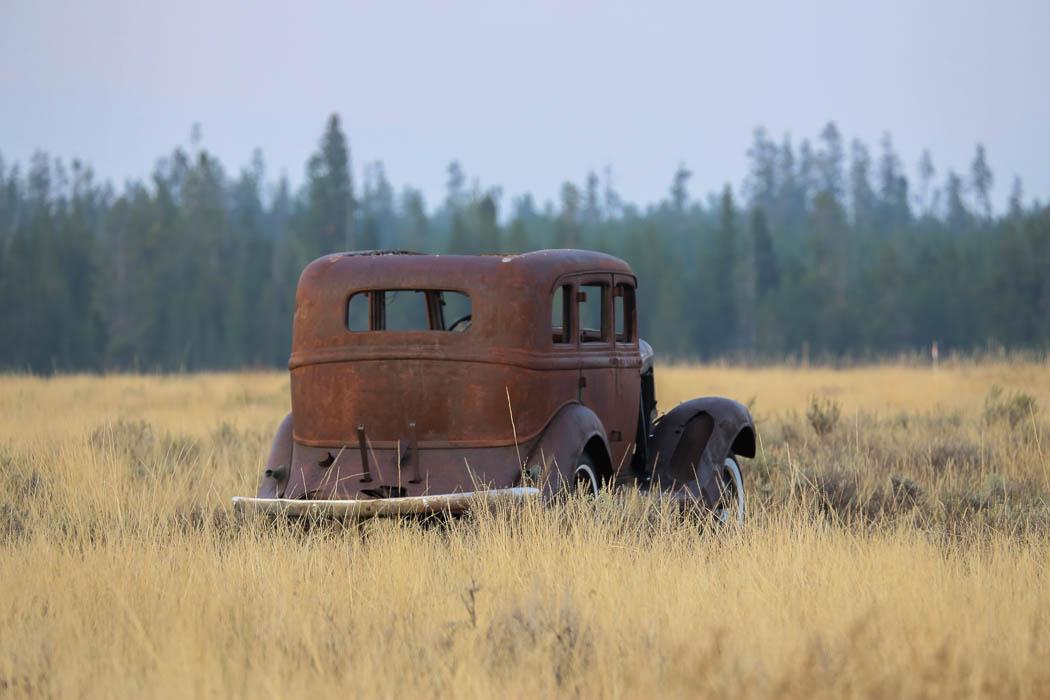 Färdigrullat för denna gamla kärra ute på ett gärde i Montana.