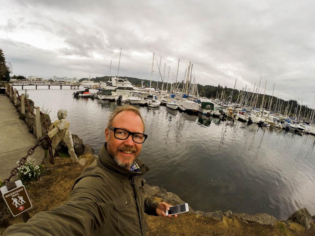 Jag vid småbåtshamnen i Eagle Harbor, Bainbridge.
