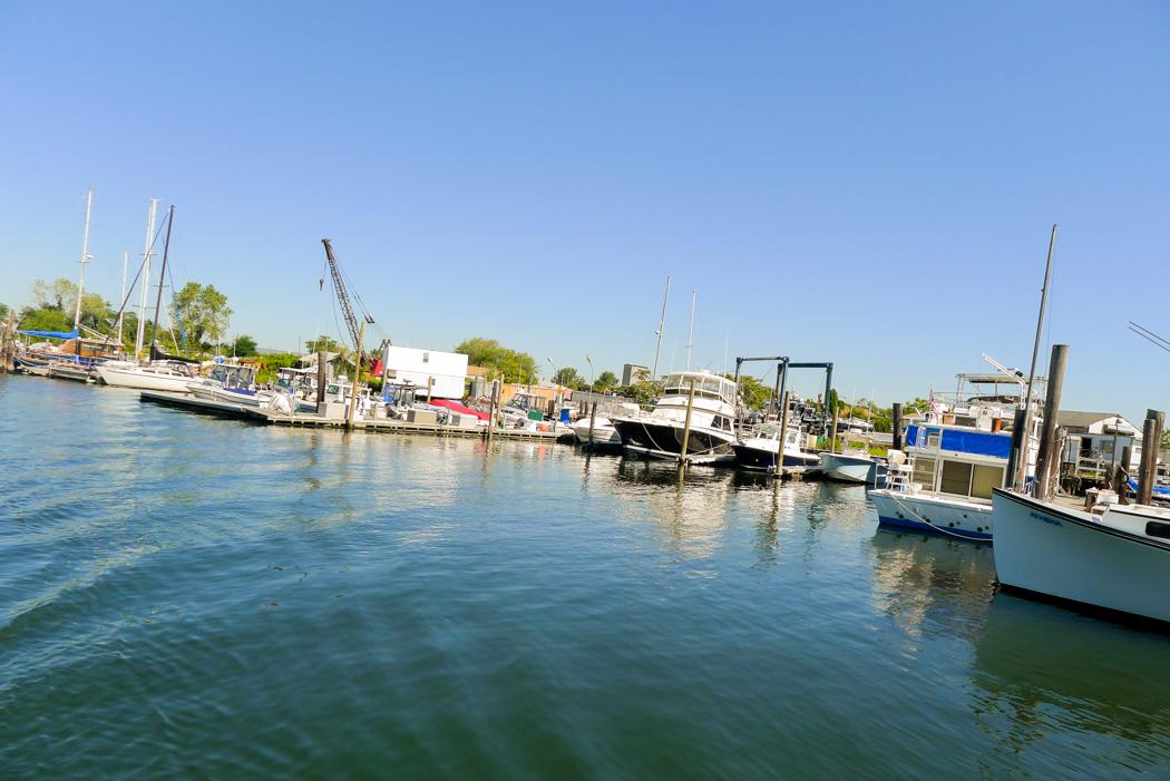 Småbåtsmarina i Jamaica Bay.