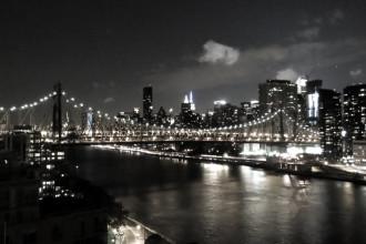 Queensboro Bridge mellan Manhattan och Queens, sedd från Roosevelt Island.