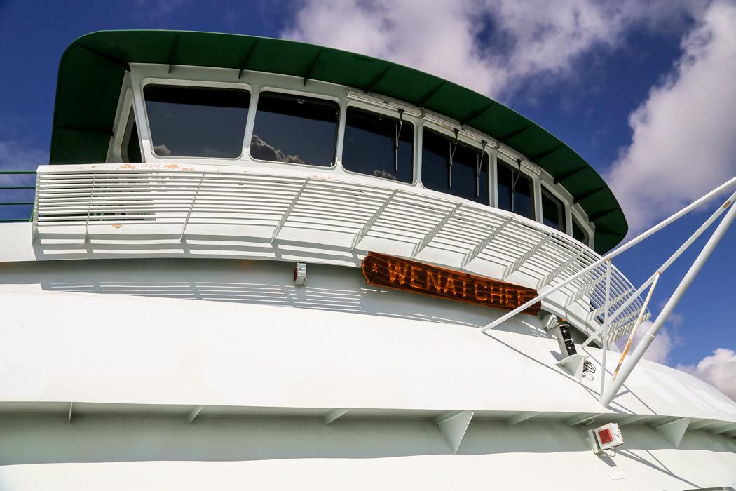 Färjan som kör boende, turister och deras bilar mellan Seattle och Bainbridge har inte många öar att navigera kring.