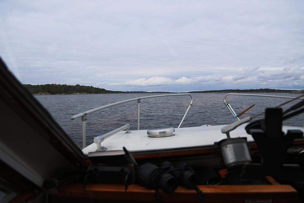 På väg över Kanholmsfjärden.