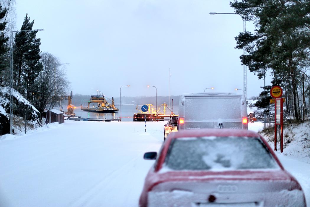Bilfärjan anlöper Lagnö.