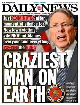 """NRA-chefen Wayne LaPierre utmålas som """"världens galnaste man""""."""