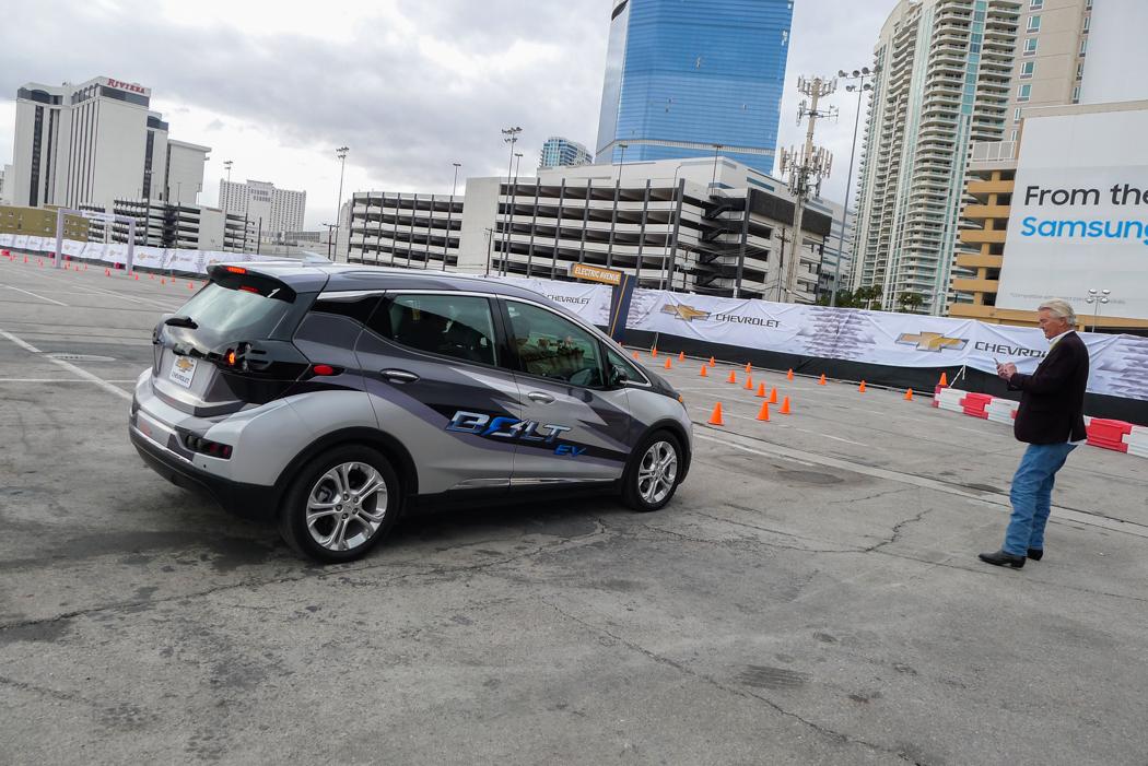 GM:s nya elbil Bolt som lanserades av GM-chefen Mary Barra under CES.