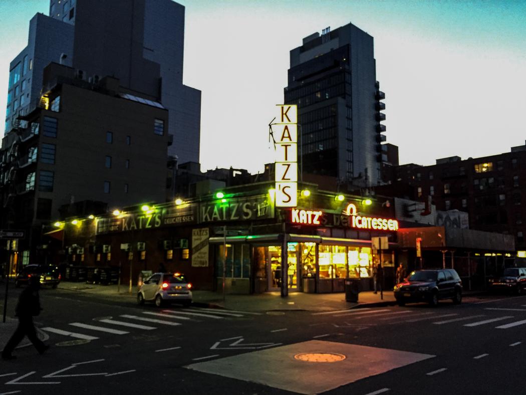 Katz's Delicatessen i korsningen Ludlow/Houston Street, Manhattan. Foto: Erik Bergin