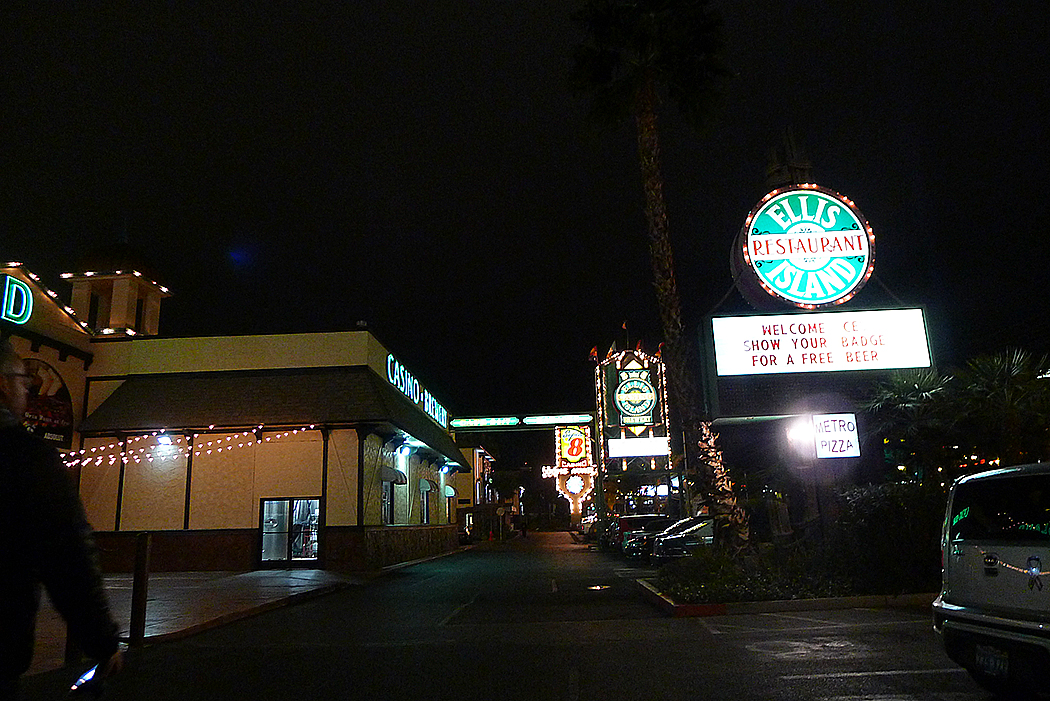 Det totalsunkiga kasinokomplexet bredvid vårt motell.