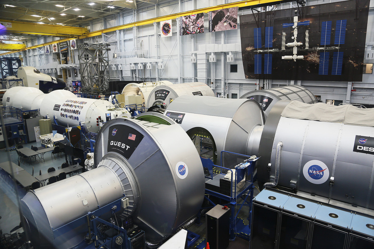 Modell av rymdstation att öva i.