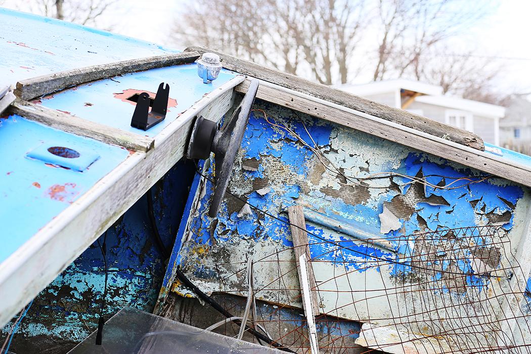 En bättre begagnad motorbåt vid bryggorna. Foto: Erik Bergin