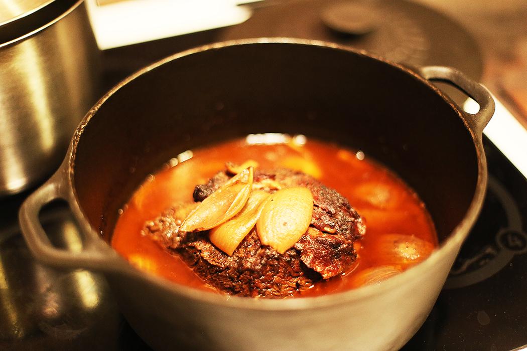 Påskmatlagningsmys: pulled beef som varit inne i ugnen i åtta timmar i 120 grader. Foto: Erik Bergin