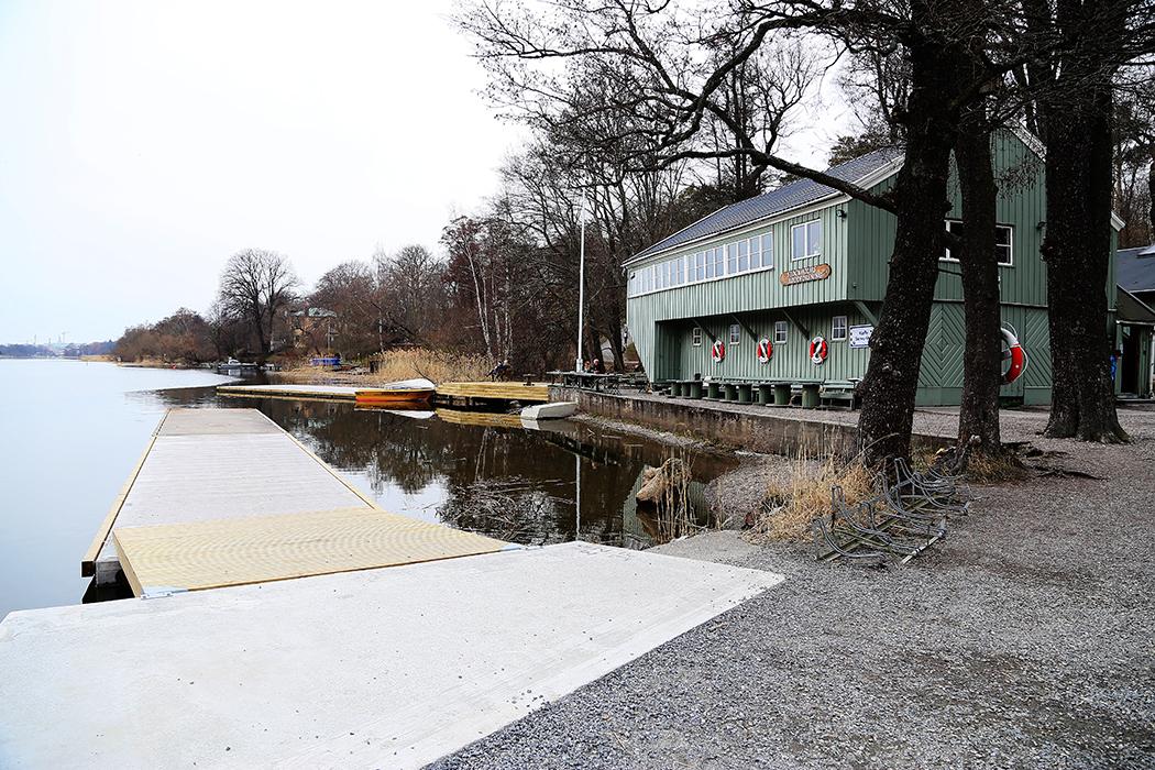 Roddarklubben längs kanalen.