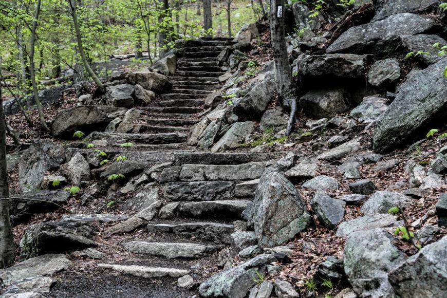 """En del av vandringsleden upp mot toppen (eller ned från den om man går åt """"rätt"""" håll). Foto: Erik Bergin"""