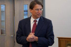 North Carolinas guvernör, republikanen Pat McCrory. Foto: James Willamor (Flickr)