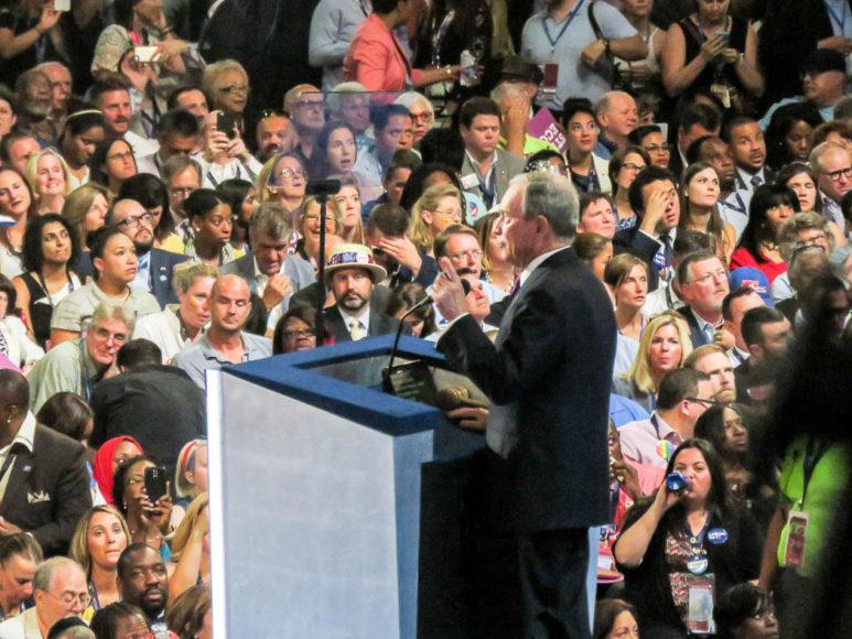 New Yorks förra borgmåstare, politiskt oberoende mångmiljardären Mike Bloomberg, talar på konventet. Foto: Erik Bergin