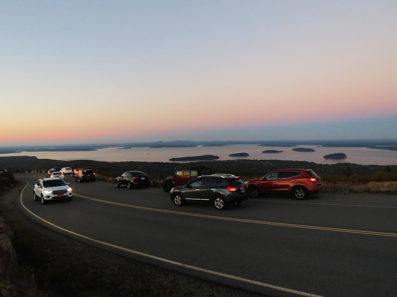 Bilar uppe på Cadillac Mountain. Foto: Erik Bergin