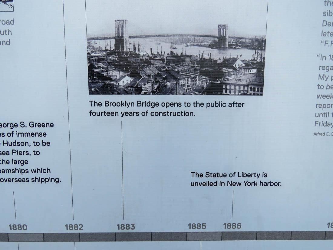 Detalj från informationstavla om Seaports historia.