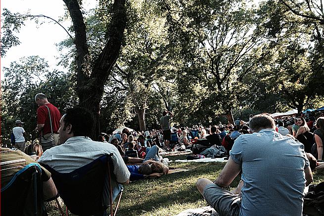 Ett par tusen samlades i Tompkins Square Park i East Village i slutet av augusti för att lyssna på jazz.