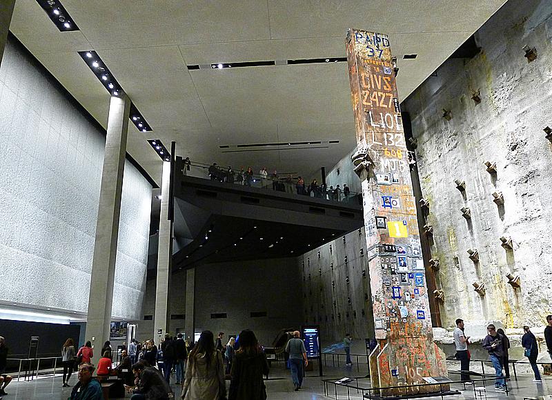 Järnbalken till höger i bild, som väger 50 ton, var den sista som fraktades bort från Ground Zero.