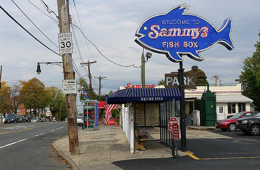 Sammy driver även ett skaldjursställe snett över gatan.