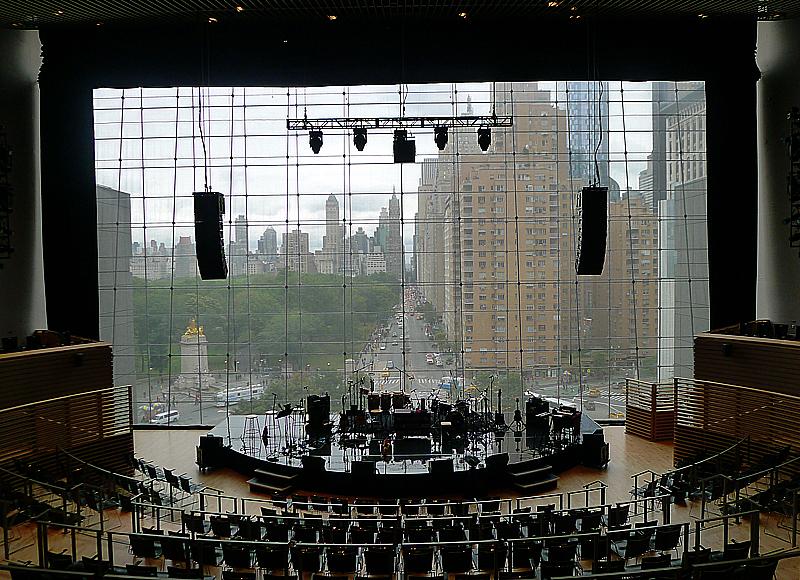 Den mindre, men ändå stora, jazzlokalen i Frederick P Rose Jazz Hall med mäktig utsikt över 59:e gatan.