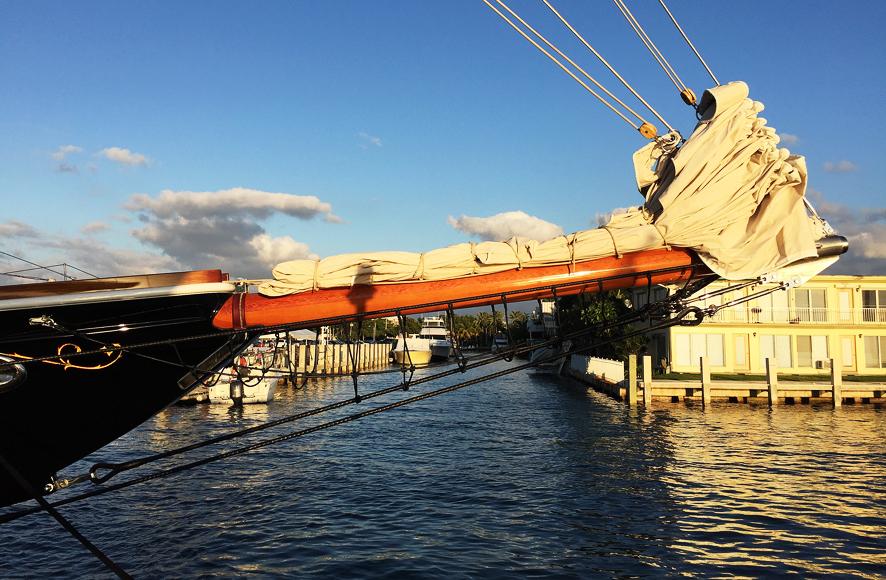Segelfartyg i jätteformat till salu.