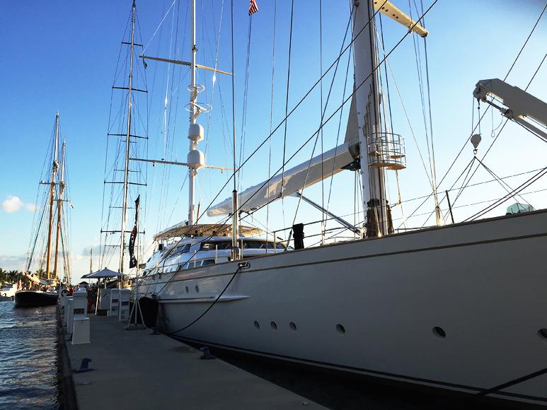 Segelfartyg i jätteformat till salu. Det vita skeppet heter Felicita West och kan bli ditt för 25 miljoner — dollar.