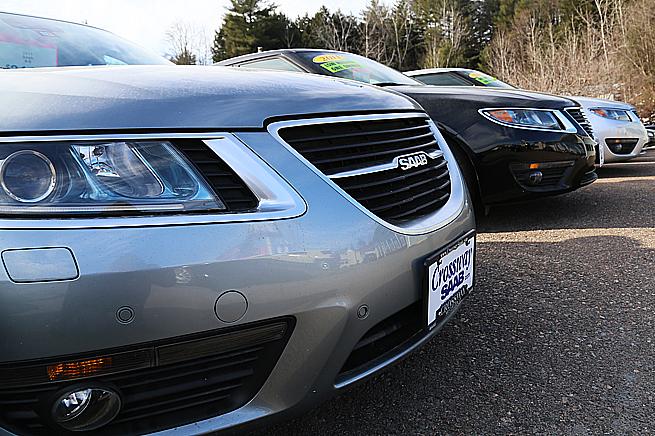 Tre 9-5:or från 2011, Saabs sista modell, finns till salu hos Crossway.