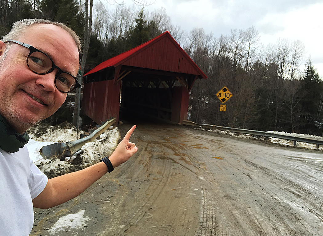 Japp, där är en överbyggd bro.