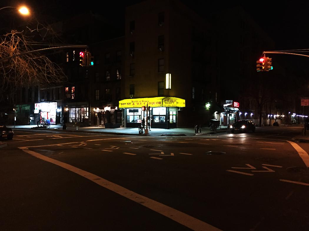 En spritbutik har öppet på nyårsdagen i East Village.