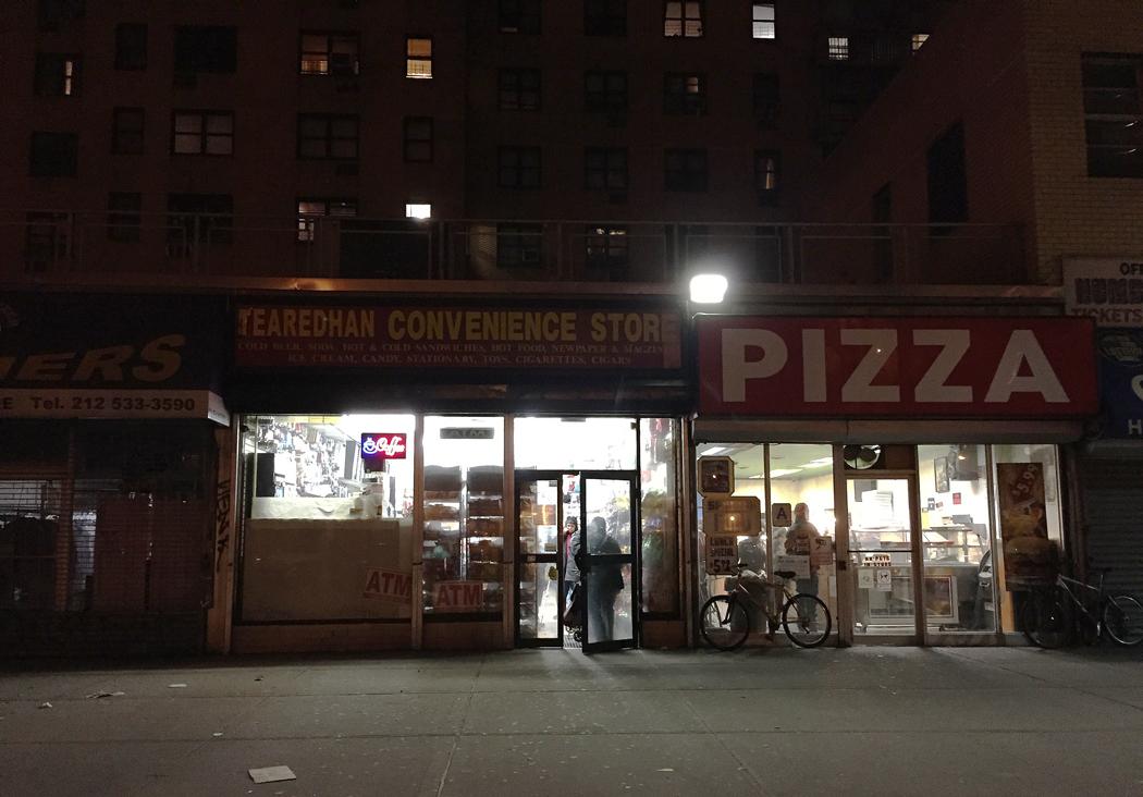 New Yorkers köar för pizza dagen efter nyårsfirandet.