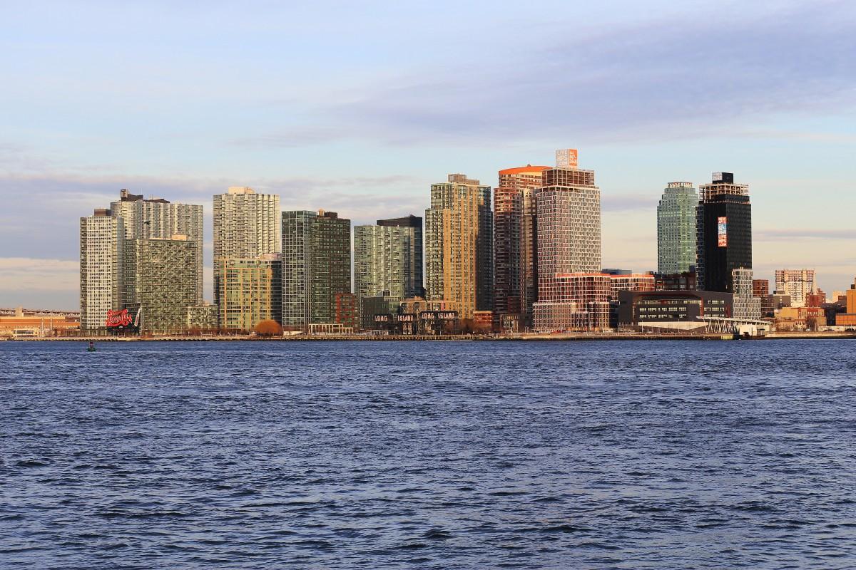 Nybyggda bostäder i Queens nära East River.