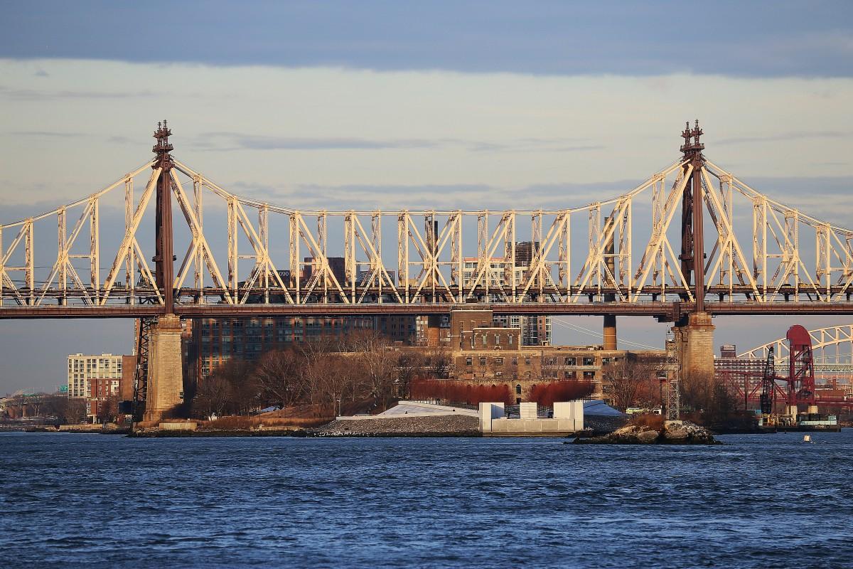 Queensboro Bridge sedd söderifrån.