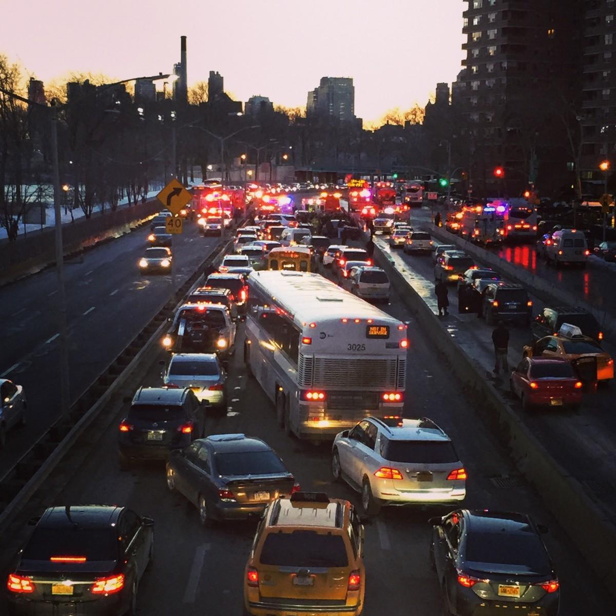 Kaos på FDR Drive, Manhattan, onsdag kväll.