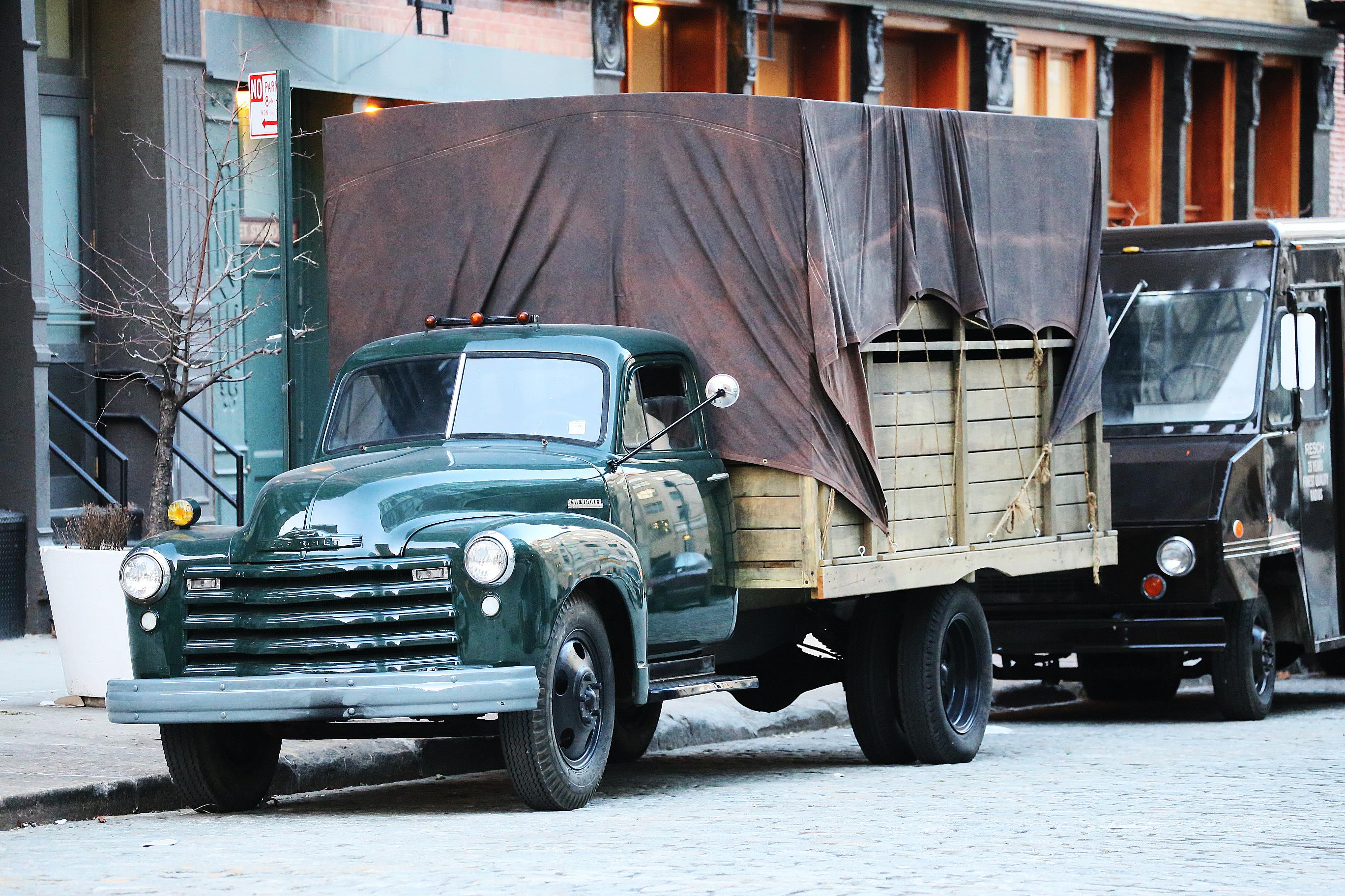 En gammal lastbill på Washington Street.