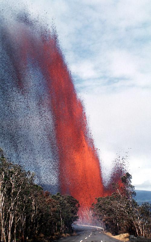 Kilauea Iki 1959. En tidvis 400 meter hög lavafontän sprutade ut ur kratern. Foto: USGS