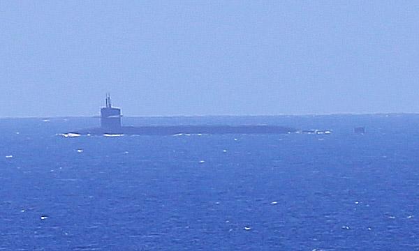 Inzoomning av ubåten strax innan den dyker. Foto: Erik Bergin