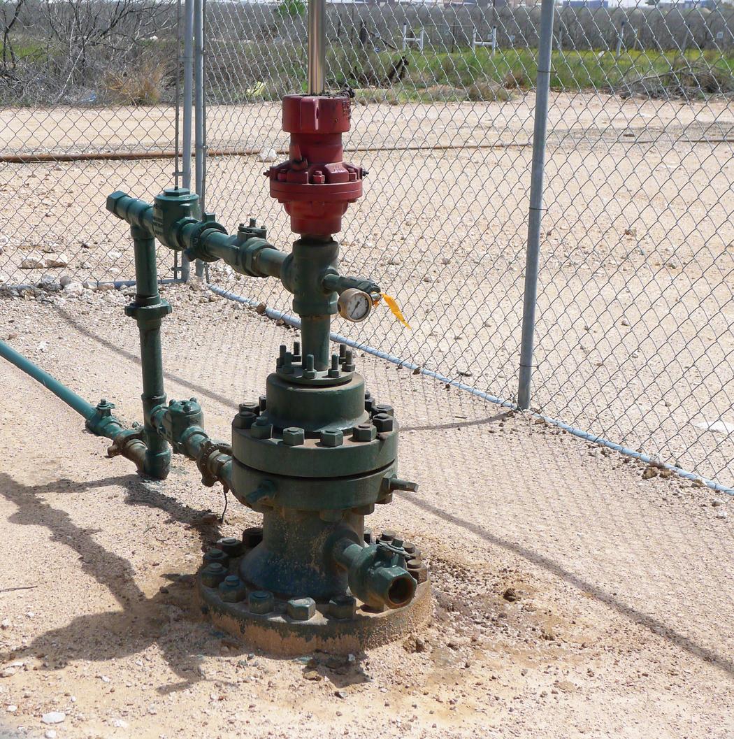 Här går själva pumpstången ned i marken och fiskar upp det svarta guldet.